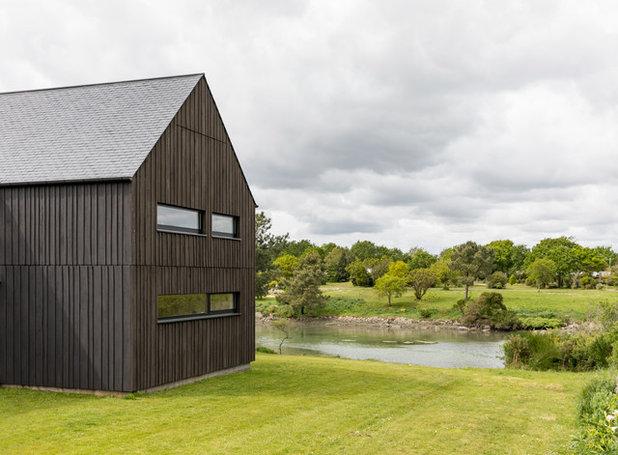 インダストリアル 家の外観 by Philippe Moré - Iwa Atelier d'Architecture