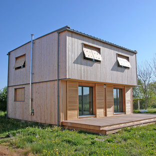 Aménagement d'une petite façade en bois contemporaine à un étage avec un toit plat.
