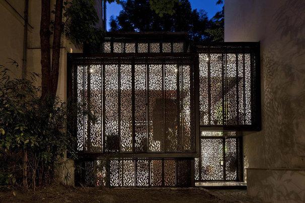 Modern Exterior by Moussafir Architectes