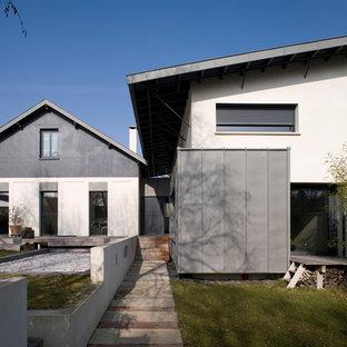 Aménagement d'une façade de maison contemporaine.