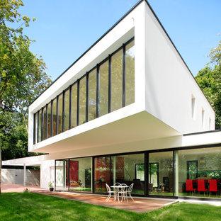 Exemple d'une façade de maison blanche tendance à un étage avec un toit en appentis.
