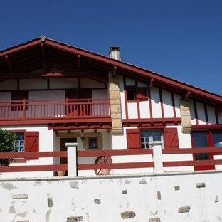 Idées déco pour une façade de maison classique.