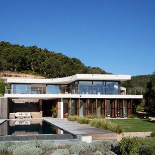 Idée de décoration pour une grand façade de maison blanche design à un étage avec un revêtement mixte et un toit plat.