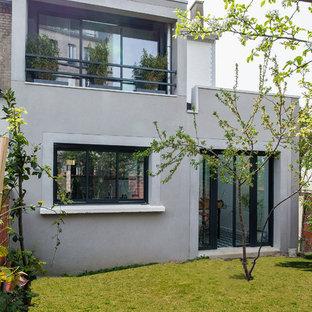 Exemple d'une façade de maison scandinave.