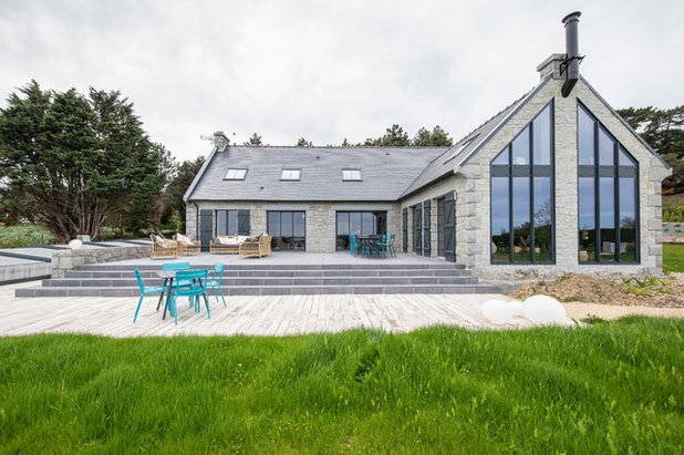Современный Фасад дома by Octant Design