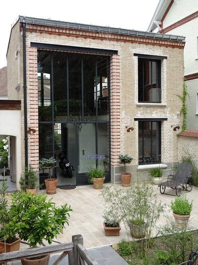 Industrielt Hus & facade by DVP Architecture sarl