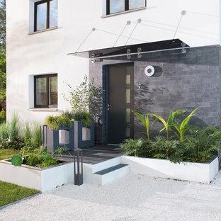Exemple d'une façade en pierre blanche tendance de taille moyenne et à un étage avec un toit plat.