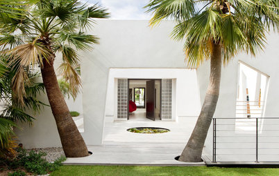 Houzz Tour: Sea Views and Sunshine on the French Riviera
