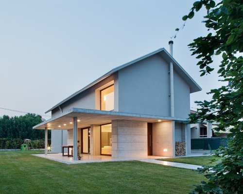 Finest esempio della facciata di una casa grande grigia moderna a due piani con misti e with - Colorare casa esterno ...