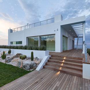 Foto e idee per facciate di case facciata di una casa moderna for Casa moderna vetrate