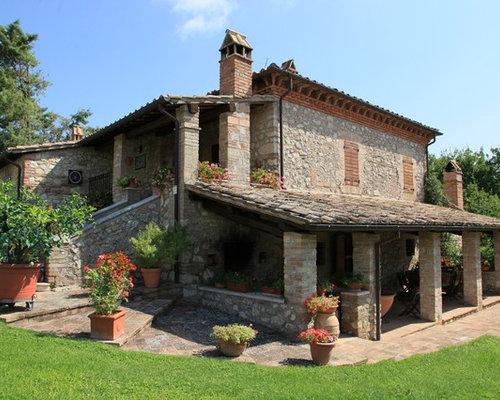 Foto e idee per facciate di case facciata di una casa in for Progetti di villette in campagna