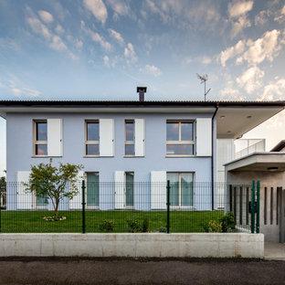 Immagine della facciata di una casa grande blu contemporanea a due piani con tetto piano