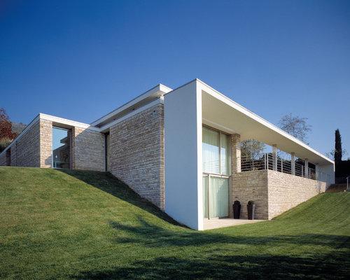 Foto e idee per facciate di case facciata di una casa for Piani di casa contemporanea in collina