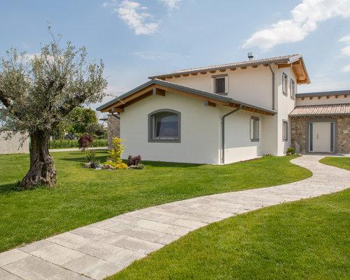 Foto e idee per facciate di case facciata di una casa in for 2 piani di casa in stile cottage