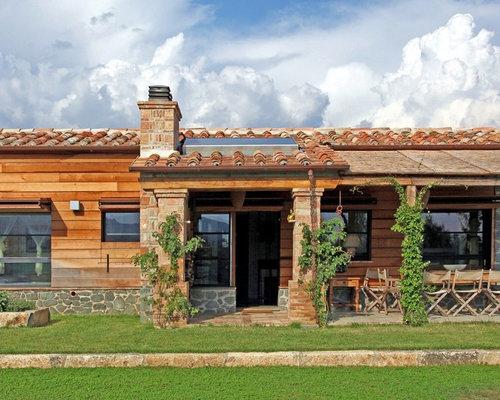 Foto e idee per facciate di case facciata di una casa in for Piccole planimetrie delle case di campagna
