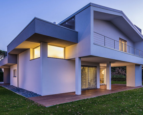 Foto e idee per facciate di case facciata di una casa for 2 piani di casa contemporanea di storia