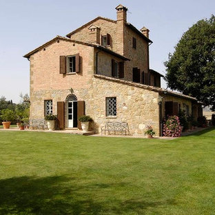 Cottage exterior home idea in Florence