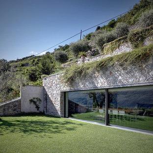 Idee per la facciata di una casa country con rivestimento in pietra