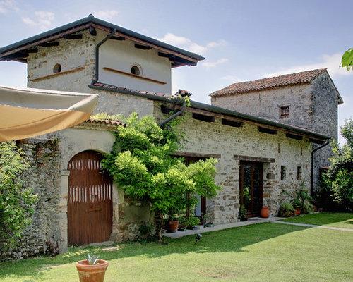 Foto e idee per facciate di case facciata di una casa for Piani di ville mediterranee