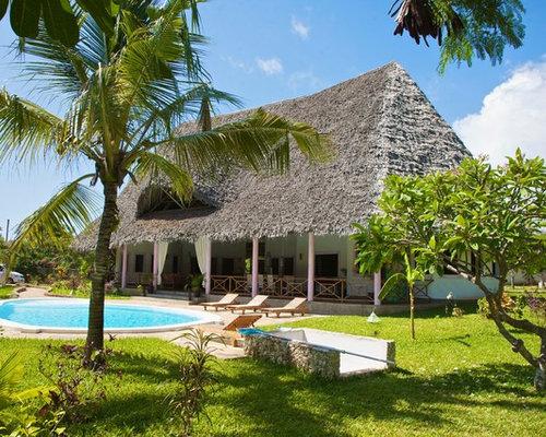 Foto e idee per arredare una casa tropicale for Piani casa tetto a capanna