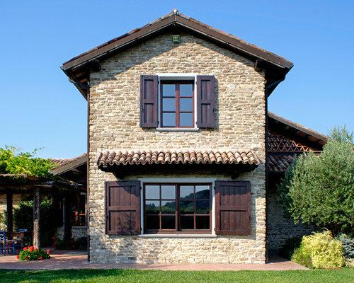 Foto e idee per facciate di case facciata di una casa in for Piccoli piani di costruzione della casa