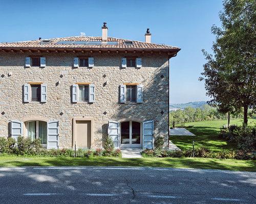 Foto e idee per facciate di case facciata di una casa in for Piani di progettazione domestica con foto