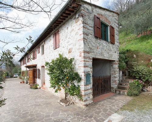 Good foto della facciata di una casa bianca in campagna a for Piani e foto di cottage in pietra