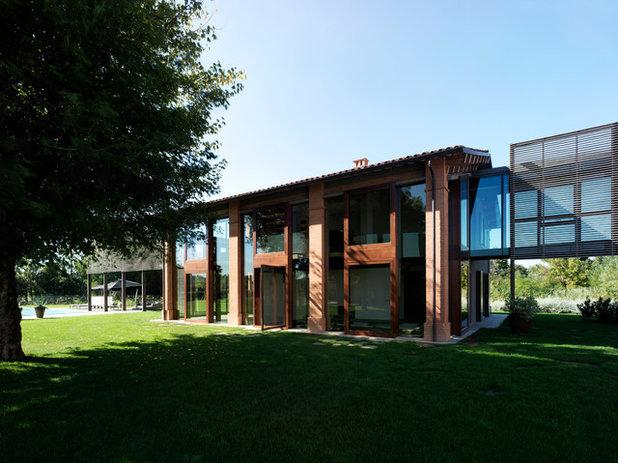 Le case di houzz legno pietra e ruggine per for Layout della casa del fienile