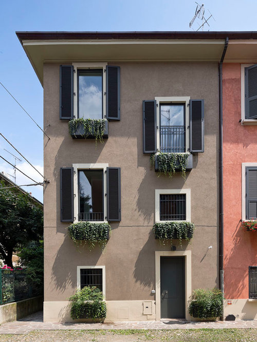 Foto e idee per facciate facciata di una casa classica for Foto casa classica