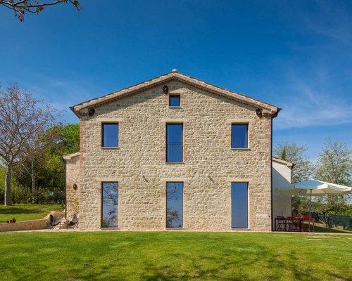 Foto e idee per facciate di case facciata di una casa in for Piani di studio a casa