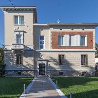 Foto della facciata di una casa classica