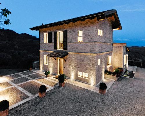 Foto e idee per facciate di case facciata di una casa for Piani di casa cabina di tronchi con foto