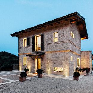 Foto e idee per facciate di case facciata di una casa in for Case con facciate in pietra