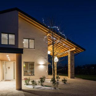 他の地域のカントリー風おしゃれな家の外観 (オレンジの外壁) の写真