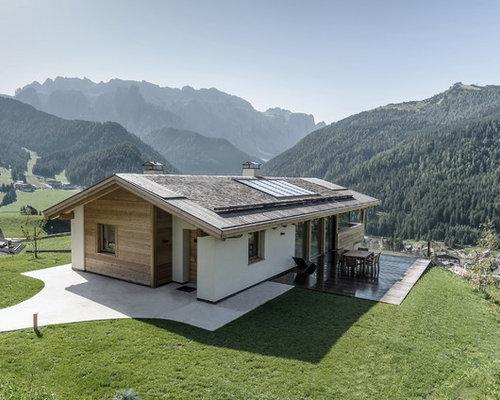 Foto e idee per facciate di case facciata di una casa in for Grandi piani di una casa a 1 piano