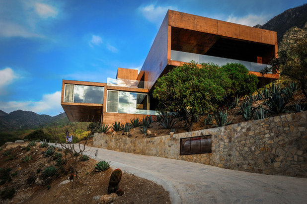 Современный Фасад дома by P + 0 Arquitectura