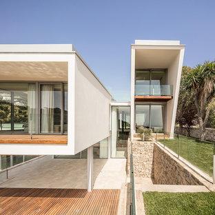 Ejemplo de fachada de casa blanca, contemporánea, con tejado de un solo tendido