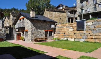 Construcción de viviendas rústicas de montaña