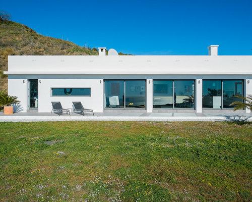 Foto e idee per facciate di case facciata di una casa in for Piani casa linea tetto singolo