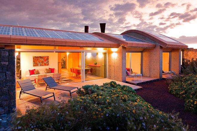 Contemporary Exterior by AMA Arquitectura y Medio Ambiente s.l.
