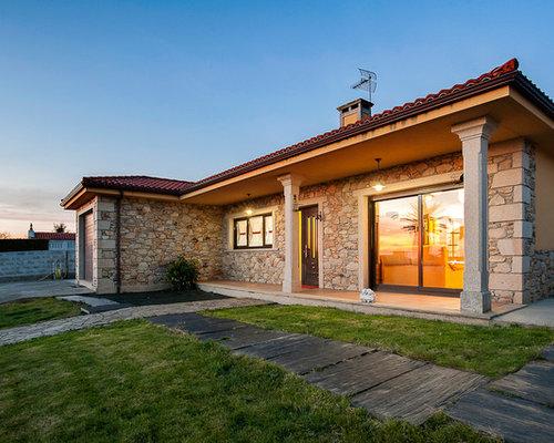 Ideas para fachadas dise os de fachadas beige con - Tejado a cuatro aguas ...