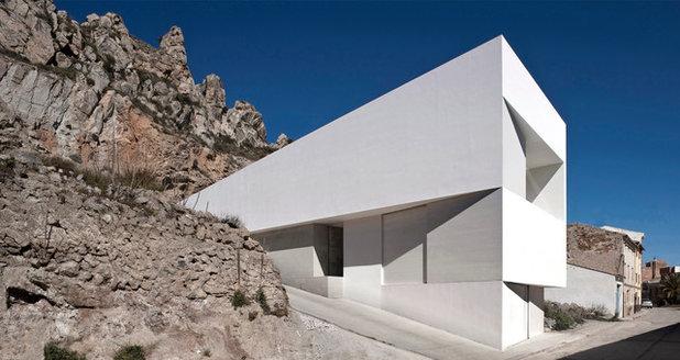 Современный Фасад дома by Fran Silvestre Arquitectos