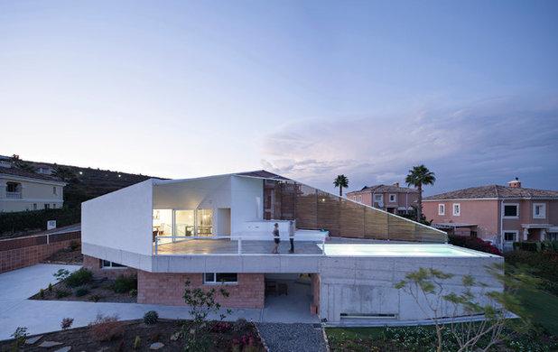 インダストリアル 家の外観 by re-activa arquitectura