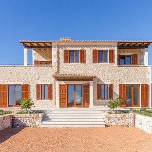 Zweistöckiges Mediterranes Einfamilienhaus mit Steinfassade und Ziegeldach in Palma de Mallorca