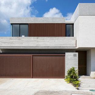 Diseño de fachada de casa gris, actual, de dos plantas, con revestimiento de hormigón y tejado plano