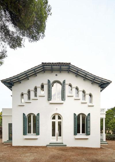 Современная классика Фасад дома by Arquitectura-G
