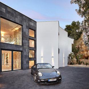 Ejemplo de fachada de casa blanca, contemporánea, grande, de dos plantas, con revestimientos combinados y tejado plano