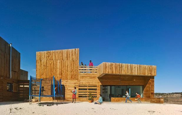 Современный Фасад дома by BLANCAFORT-REUS ARQUITECTURA