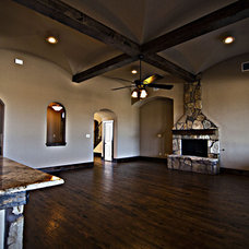 Traditional Family Room by Diamond R Homes