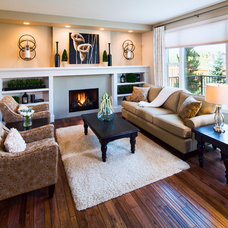 Traditional Family Room by Cedarglen Homes